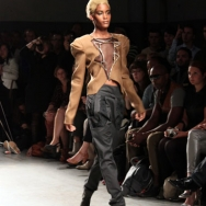 Gomes ESSER ss12 Model on runway