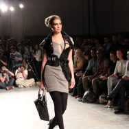 Gomes ESSER ss12 Model with handbag