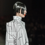 Marga Weimans A/W 2013 - Close-up from model wearing a graphic box shaped top