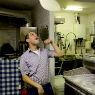 Pizza_Bakker_Hand tossing