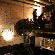 pop_up_wine_bar_crowd1