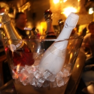 pup_up_wine_bar_bubbles