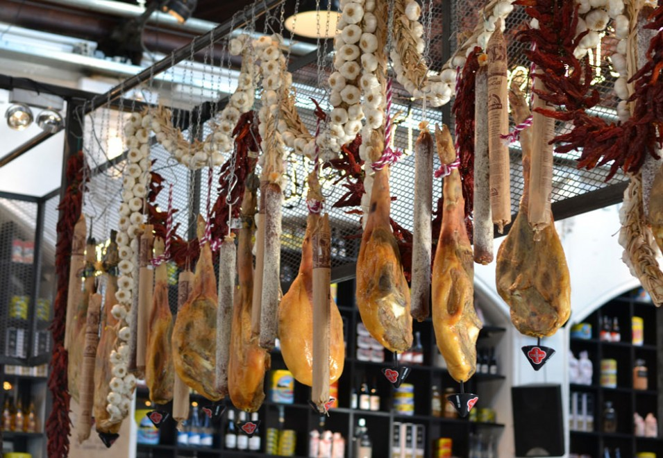 Let's get Spanish at the official opening of Mercat