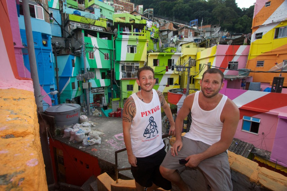 Live painting for Brazil's favelas at Hannekes Boom
