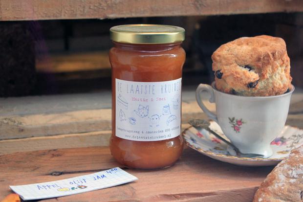 Marmelade and scone